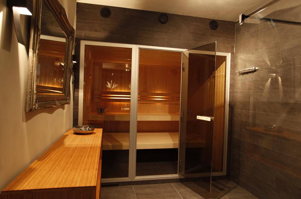 Sauna Inbouwen Badkamer : Luxe badkamer en aparte toiletruimte in tilburg