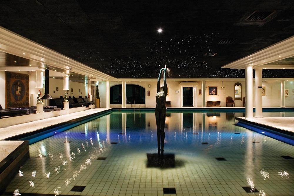 Nachtzwembad bij Elysium