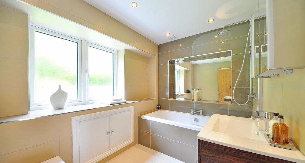 Glazen douchegordijn badkamer